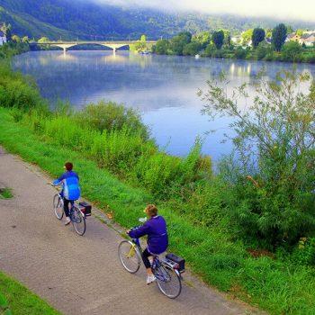 טיול אופניים לאורך המוזל